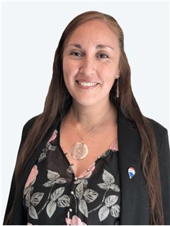 Denisse Tapia - RE/MAX - GO