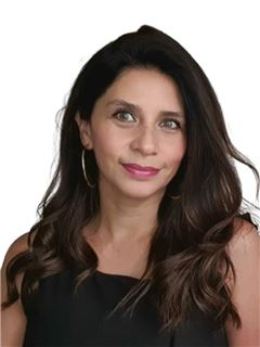 Claudia Peña - RE/MAX - FIRST