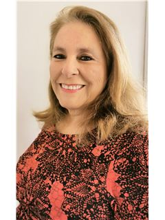 Carolina Herrera Fuentes - RE/MAX - CENTRAL