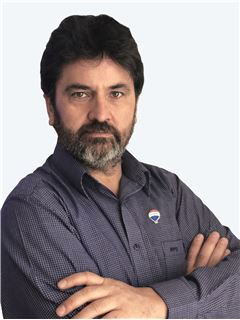 Adrian Valencia Venegas - RE/MAX - CENTRAL
