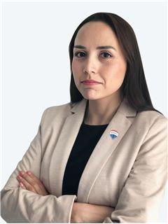 Cynthia Lavin Reyes - RE/MAX - ADVANCE