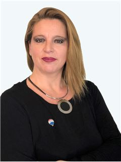 Karla Zaldivar - RE/MAX - ADVANCE