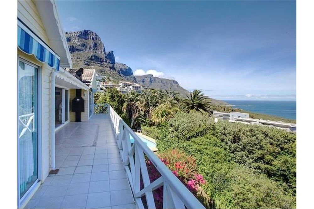 Holiday Apartment For Sale 5 Bedrooms Located At Camps Bay Western Cape South Africa