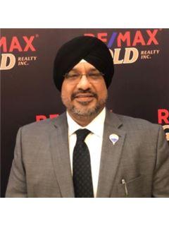 Sandeep Miglani - RE/MAX Gold Realty Inc.