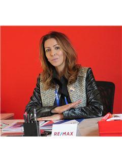 Office Manager - Monia Sakkouhi - RE/MAX Zephyr