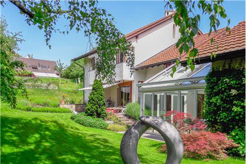 3-Zimmer-Wohnung an zentraler Lage in Ettingen - Ron Orp