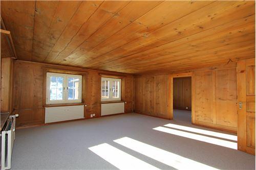 Wohnzimmer, mit Durchgang zum Esszimmer