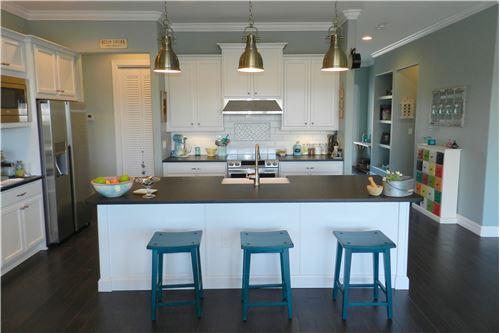 Küche mit grossem Food-Center