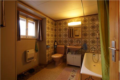 Badezimmer (im EG)