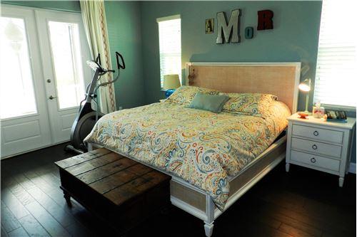 Drei helle Schlafzimmer