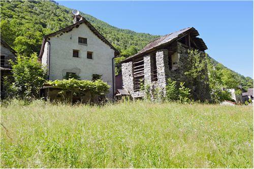 Casa con stalla da rinnovare