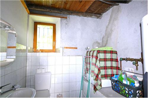 Servizio/ lavanderia al pt //Bad/Waschküche im EG