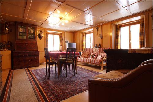 Wohnzimmer mit Specksteinofen (EG)