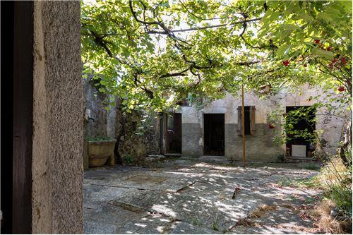 Innenhof / cortile interno con rustico