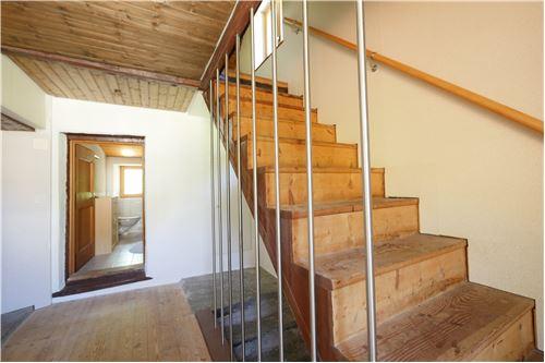 accesso alla mansarda/ Treppenaufgang zur Mansarde