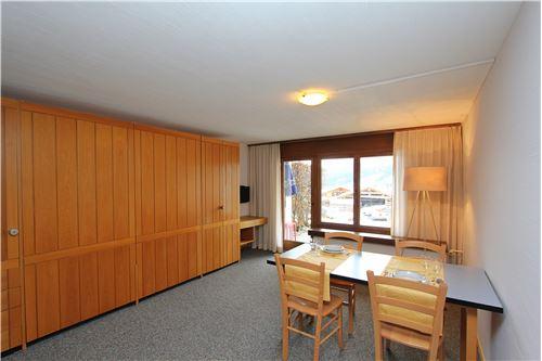 Wohnbereich mit Doppelwandbett