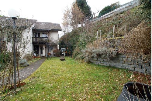Haus-Zugang mit Rasenfläche/Bord (West)