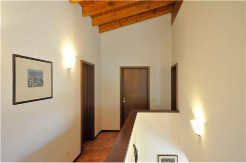 بيت عائلي مستقل للبيع villa luganese tessin
