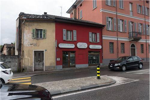 An der Hauptstrasse / sulla strada principale