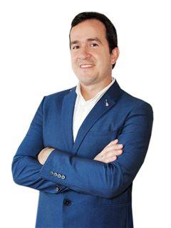 Marketing Manager - Adrian Arrua - RE/MAX MAESTROS INMOBILIARIOS