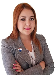 Jhissel Salinas - RE/MAX FIDELITY