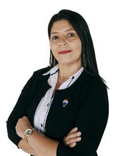 Estela Martinez - RE/MAX PORTAL
