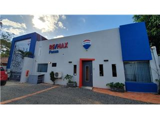 Office of RE/MAX FOCUS - Ycuá Satí