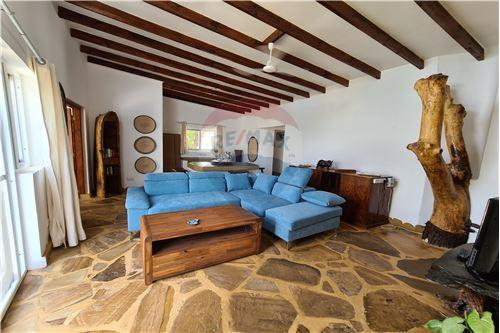 House - For Sale - Zanzibar - Living room main bungalow - LivingRoom/DiningRoom - 115006019-83