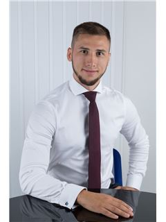 Andrey Bezverkhiy (Sales Associate) - RE/MAX Elite and Commercial group