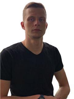 Данило Оленич (Агент з нерухомості) - RE/MAX Capital
