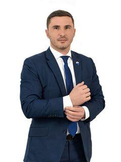 Nikita Makarov (Broker) - RE/MAX Pro