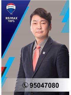 Ganzorig Erdene-Ochir - RE/MAX 100%