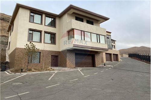 residential House/Detached House for sale зар #: 7054 1