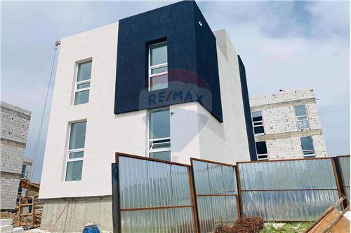 residential House/Detached House for sale зар #: 4475 1