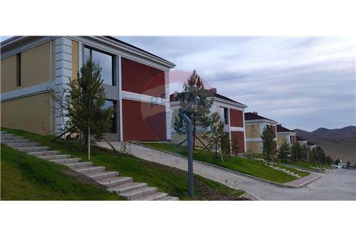 residential House/Detached House for sale зар #: 10575 1