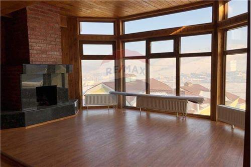 residential House/Detached House for sale зар #: 3493 1