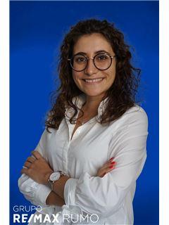 Carolina Lopes - Assistente de Recursos Humanos - RE/MAX - Rumo III