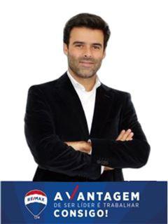 Miguel Araújo Silva - Chefe de Equipa Miguel Araújo Silva - RE/MAX - Vantagem Avenida