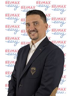 Marcos Flores - RE/MAX - Easy