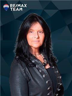 Office Staff - Carla Costa Ramos - RE/MAX - Team III