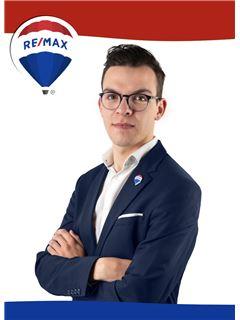 Emanuel Ferraria - RE/MAX - Clássica