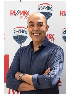 Miguel Aquiles - RE/MAX - Must