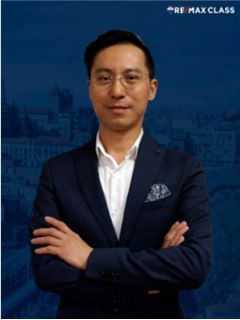 Wang Qiang - Gestor de Equipa Mercado Internacional - RE/MAX - Class