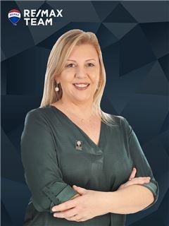 Carla Koch - Chefe de Equipa Carla Koch - RE/MAX - Team