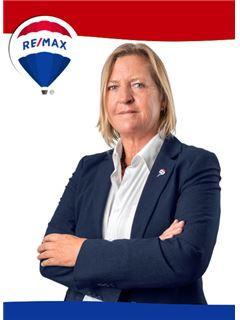 Carina Nielsen - RE/MAX - Rainha