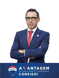 André Santos Henriques - Chefe de Equipa André Santos Henriques - RE/MAX - Vantagem Ribatejo