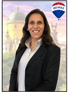 Office Staff - Joana Vieira - RE/MAX - Vila