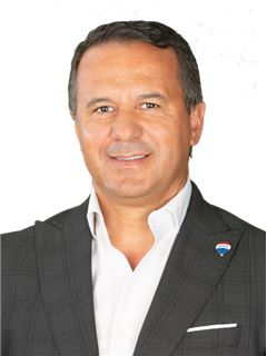 Carlos Pita - RE/MAX - White