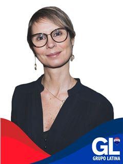 Helga Novais - Assistente de Direção Financeira - RE/MAX - Latina II