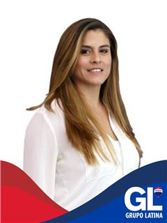 Office Staff - Carla Catrinácio - RE/MAX - Latina II